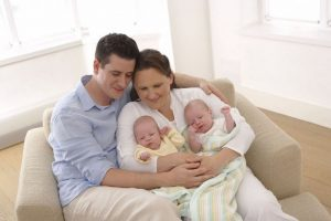 Derecho de baja por maternidad y paternidad